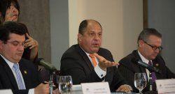 Presidente de Costa Rica condena presión a la prensa