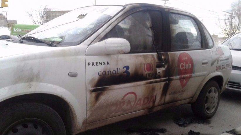 Arrojan bomba molotov contra un móvil de un diario argentino
