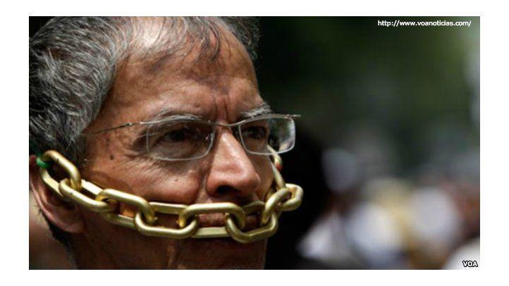 Prensa se autocensura y busca apoyo internacional