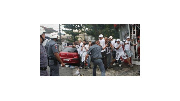O depoimento de um repórter ameaçado e agredido pela PM na Vila Belmiro