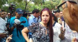 Militares golpean a periodista en Venezuela