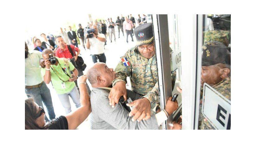 República Dominicana: Policías agreden a periodista de Listín Diario