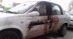Arrojan bomba molotov contra vehículo de diario argentino