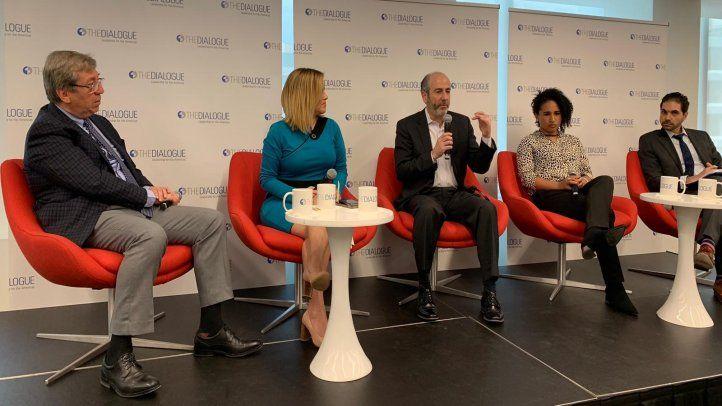 Expertos analizan los efectos de las noticias falsas y las amenazas del mundo digital