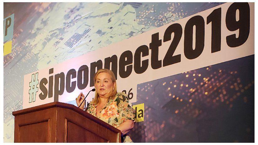 Cynthia Hudson: Si queremos ser relevantes tenemos que comprometernos con el cambio