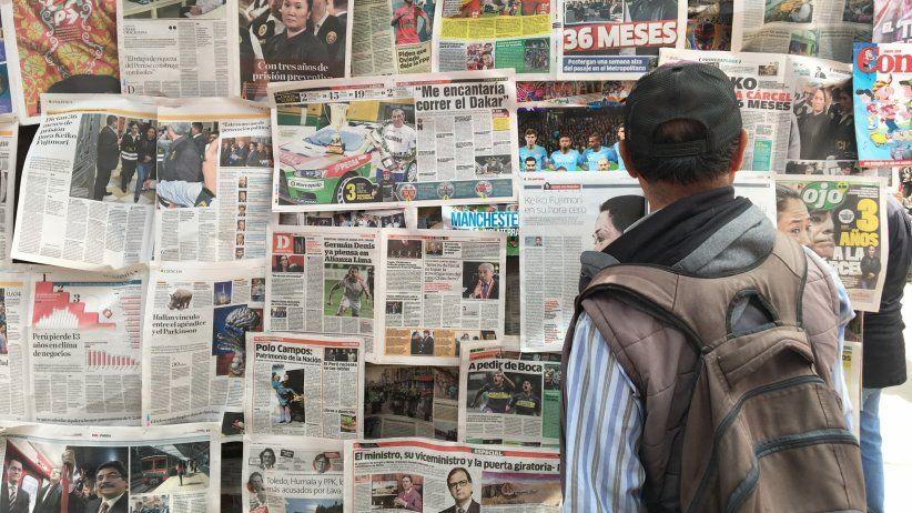 Periodistas peruanos piden al gobierno garantizar servicios esenciales como la información