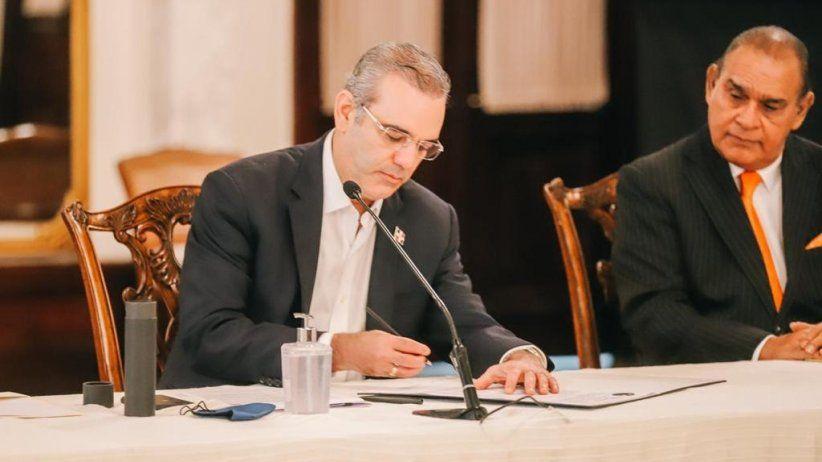 Presidente de República Dominicana Luis Rodolfo Abinader Corona - Firma Chapultepec y Salta