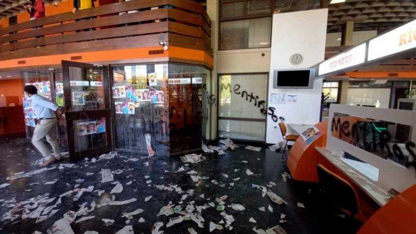 Repudio y condena por ataque contra personal e instalaciones del Diario Río Negro, en Argentina