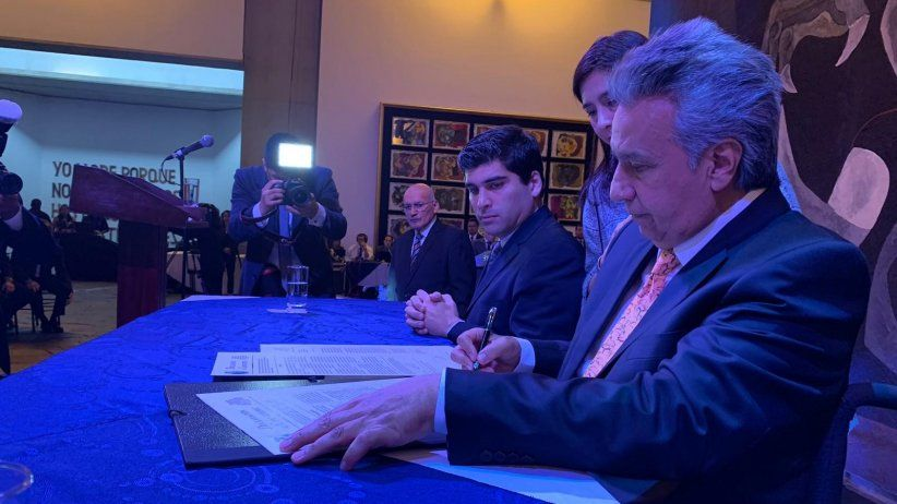 Ecuadors President signed the Chapultepec Declaration and reiterates his commitment to press freedom